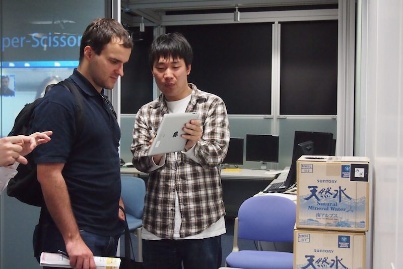 Terawaki-san was introducing the system to a foreign visitor.