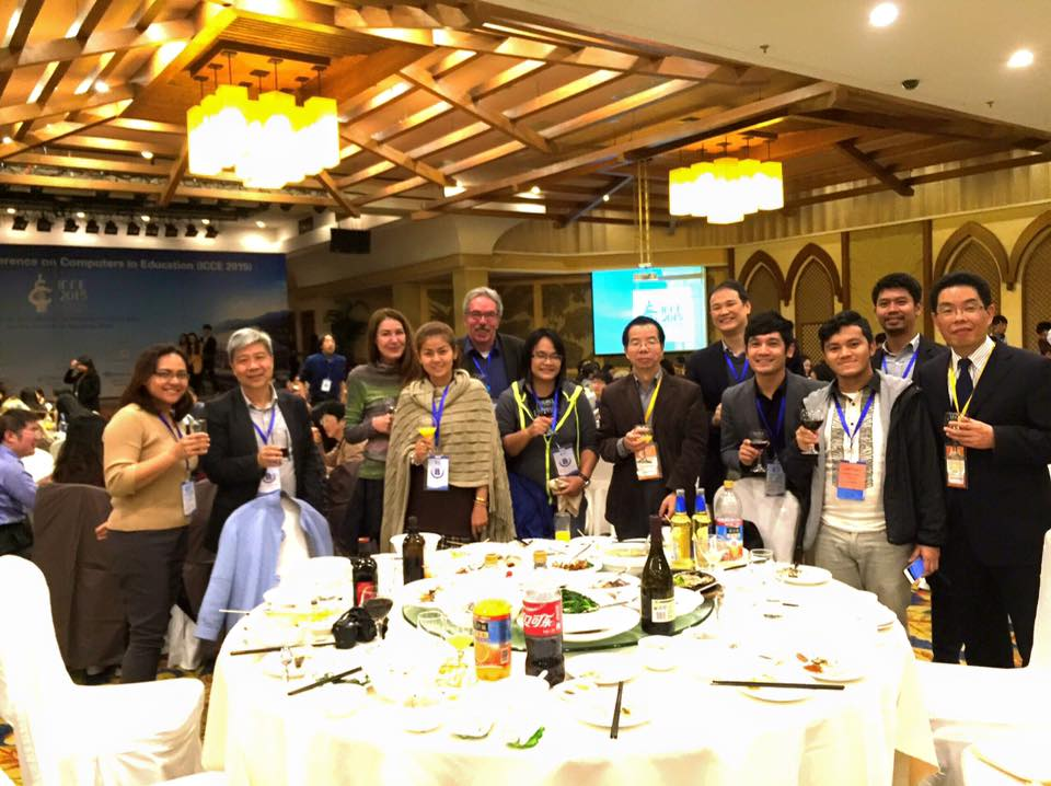 ICCE was a good opportunity to meet many researchers, especially those who are active in the Asia-Pacific region. Aside from exchanging ideas during sessions, we also have several social events such as the banquet.